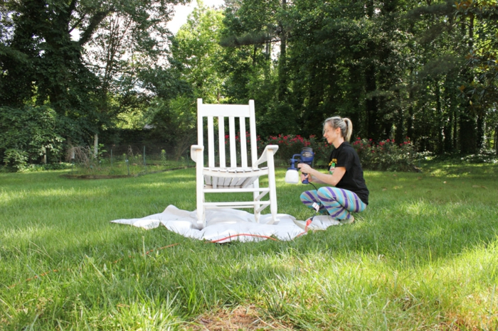 silla pintada en color blanco, ideas únicas sobre como pintar un mueble de madera de otro color, ideas para pintar muebles