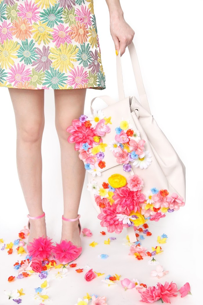 originales propuestas de regalos originales, bolso bonito adornado de flores en colores llamativos