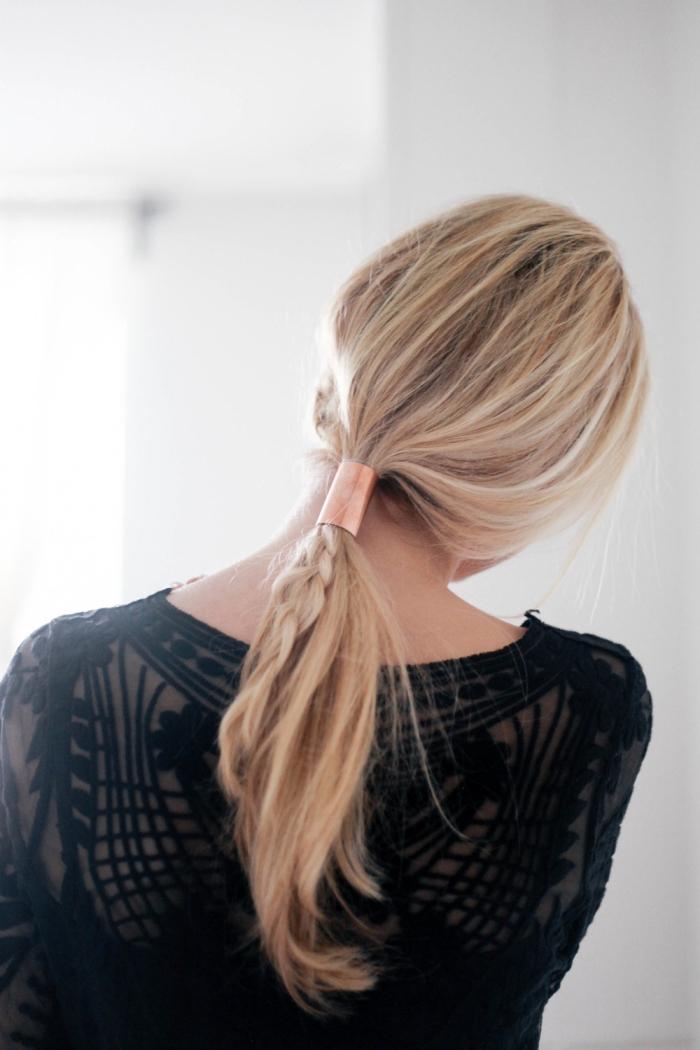 peinados de fiestas juveniles y originales, cabello rubio largo recogido en coleta trenzada paso a paso