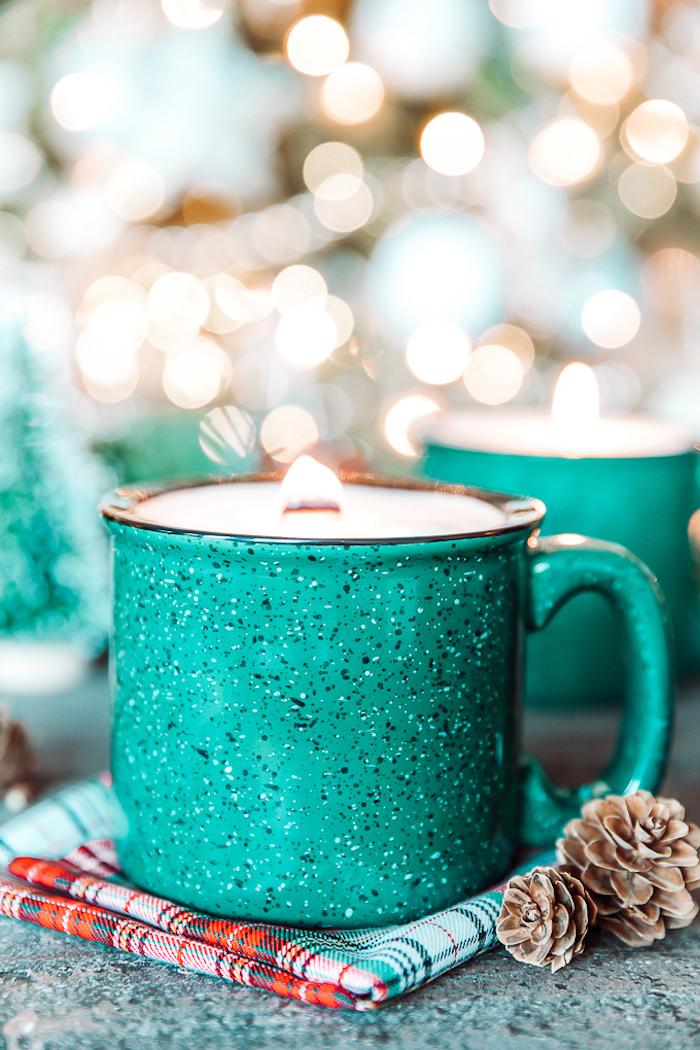 bonitas ideas de regalos para amigo invisible, vela DIY en un bote color verde, regalos únicos para regalar a tus amigos y familia