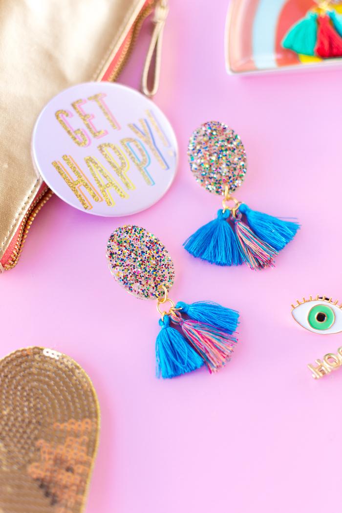 pendientes coloridas DIY para regalar, bonitas ideas para regalar en más de 80 imagines