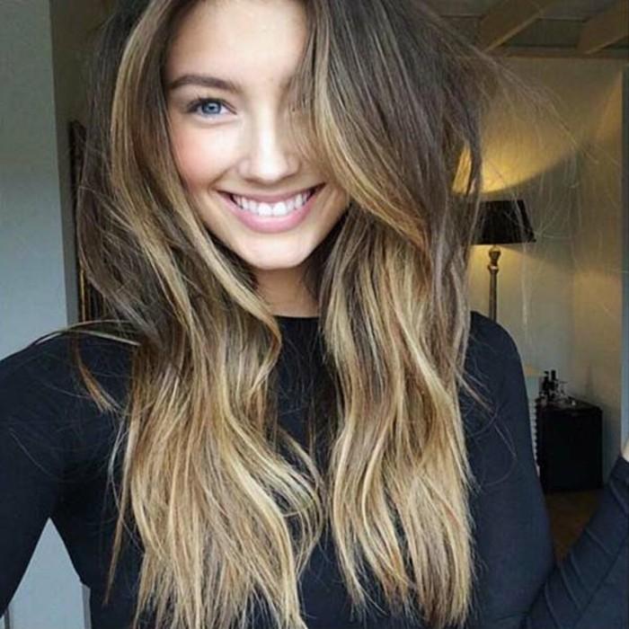 bonitas ideas de balayage castaño en el pelo, cabellera castaña con mechas mas claras