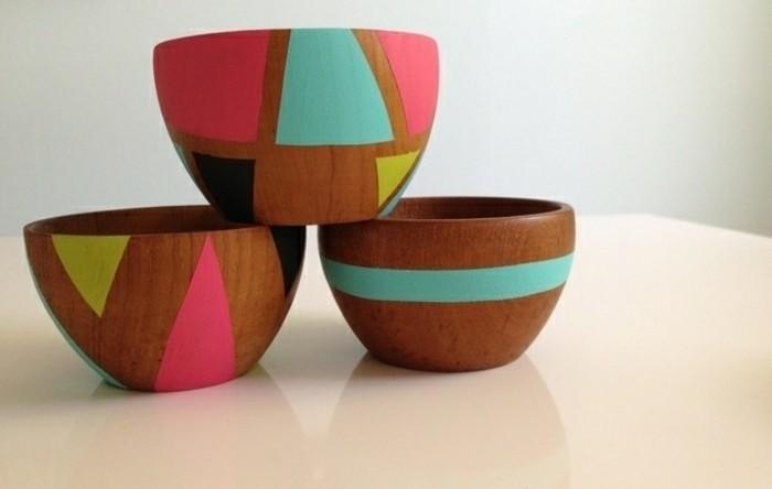 detalles coloridos para regalar hechos a mano, recipientes de madera decorados en colores llamativos, ideas de regalos hechos a mano