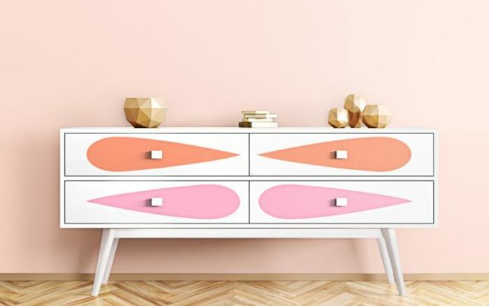 las mejores ideas sobre cómo pintar muebles antiguo, armario bajo pintado en blanco, naranja y rosado
