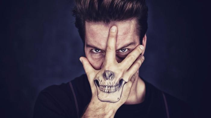 los mejores diseños de tatuajes en la mano para hombres y mujeres, tatuaje en la mano original