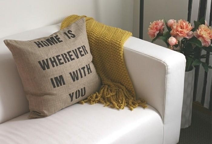 cojines decorativos para regalar a un amigo, ideas de regalos hechos a mano únicos en imagines