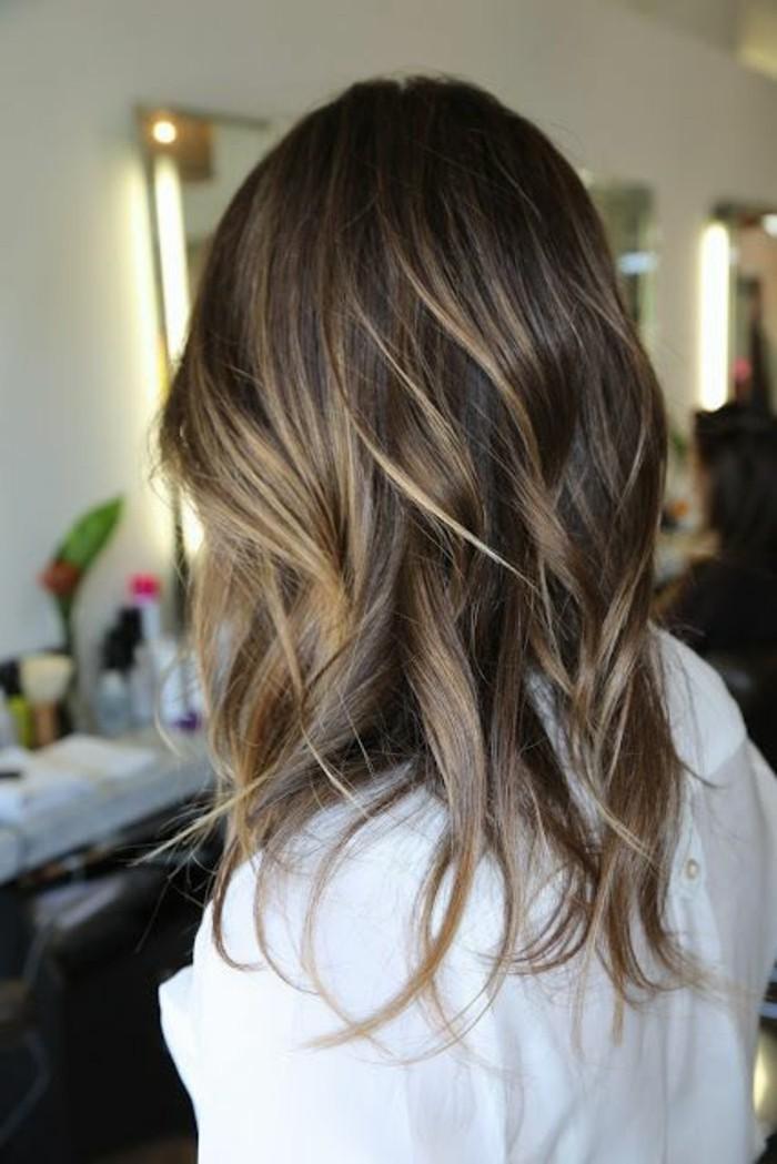 cabello castaño con mechas avellana y rubias, fotos de mechas balayage en el pelo, más de 50 ideas
