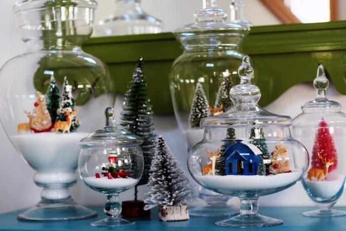 detalles hechos a mano para regalar, frascos de cristal bonitos con pequeñas figuras navideñas