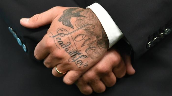 tatuajes simbólicos en las manos, tatuajes de los celebridades, tatuaje mano David Beckham