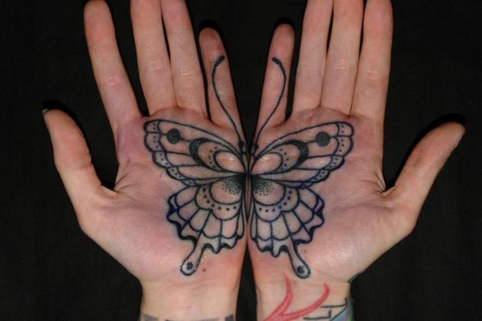 tattoo mariposa en las palmas, tatuajes en las palmeras super originales, tatuaje mano super original