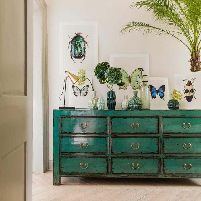 preciosos ejemplos sobre como pintar un mueble de madera de otro color, grande armario pintado en verde y negro