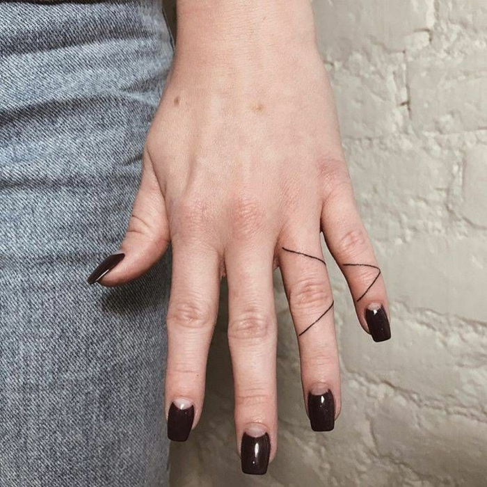 tattoos minimalistas super originales, significado de tatuajes para mujeres, diseños tatuajes geométricas