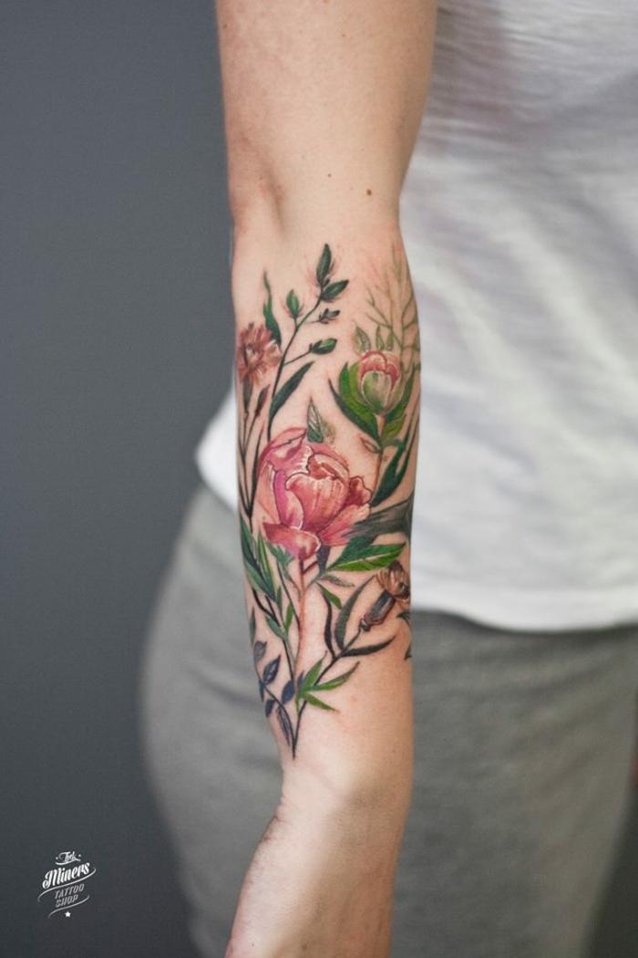 antebrazo tatuado en colores llamativos, tatuaje acuarela en el antebrazo, los mejores diseños de tatuajes