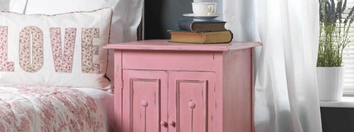 pequeño armario pintado en color rosado efecto desgastado, ideas sobre pintar muebles antiguos