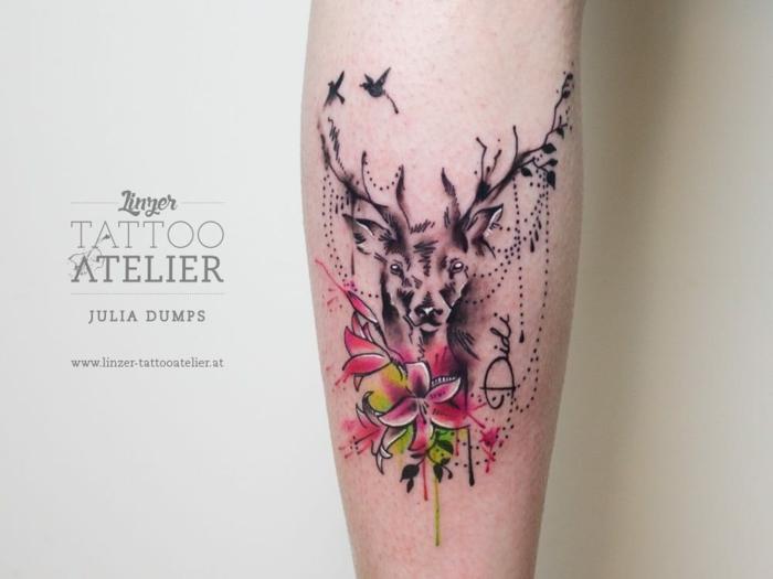 tatuaje acuarela en la pierna, diseños de tatuajes bonitos en pinturas acuarela, diseños de tattoos