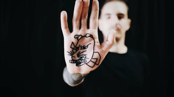 tatuaje palmera original, diseños de tattoos en las manos para hombres y mujeres, tattoo original