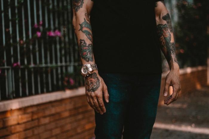 tatuajes brazo entero hombre, diseños de tatuajes en colores, cuáles son los mejores diseños de tattoo acuarela