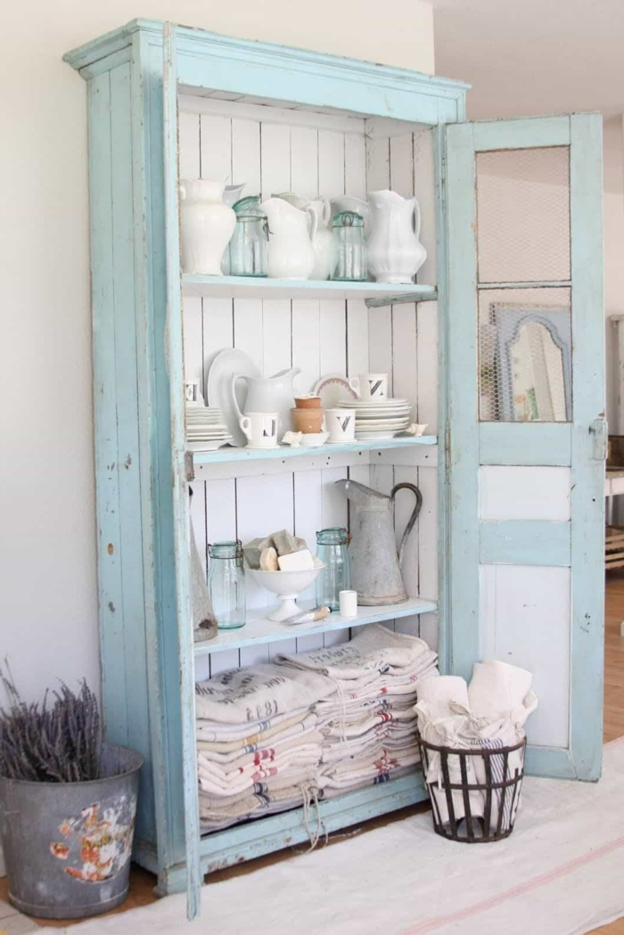 muebles antiguos restaurados, como pintar un mueble de melamina, armario grande pintado en azul claro