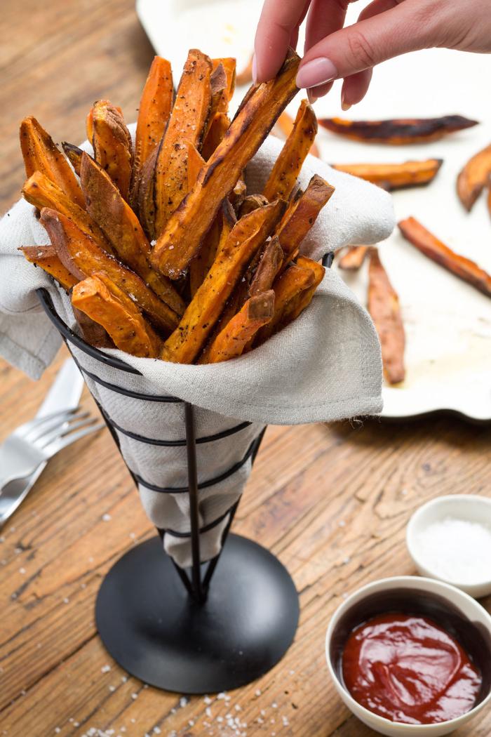 batatas al horno con pimienta negra, salsa casera de tomates, ideas de recetas vegetarianas navidad