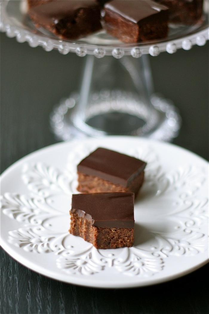 mini tartas de chocolate sin horno, tarta casera con budín de chocolate, postres fáciles y rápidas sin horno