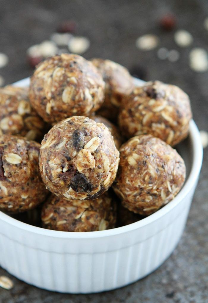 bolas dulces hechas en casa sin horno, postres fáciles y rápidas sin horno, bolas con cereales