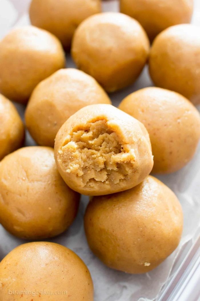 cuáles son las mejores recetas de postres fáciles y rápidas sin horno, bolas dulces de mantequilla de maní