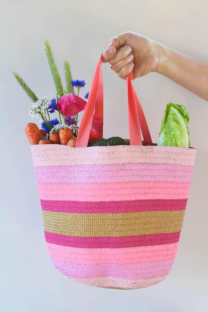 bolso de canasta para ir de compras pintado en bonitos colores, fotos con ideas de regalos para la familia, imagenes de regalos
