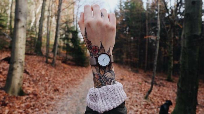 diseños de tatuajes en la mano y el brazo, tatuajes coloridos y originales para hombres y mujeres