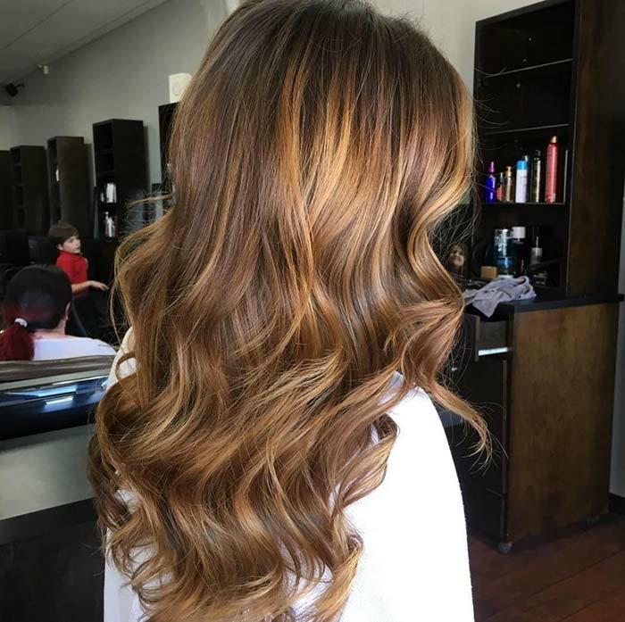 cuáles son las mejores ideas de reflejos en el cabello, bonitas fotos de mechas para morenas