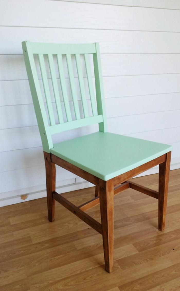 ideas únicas para decorar la casa con pintura de tiza, silla de madera pintada en color verde menta