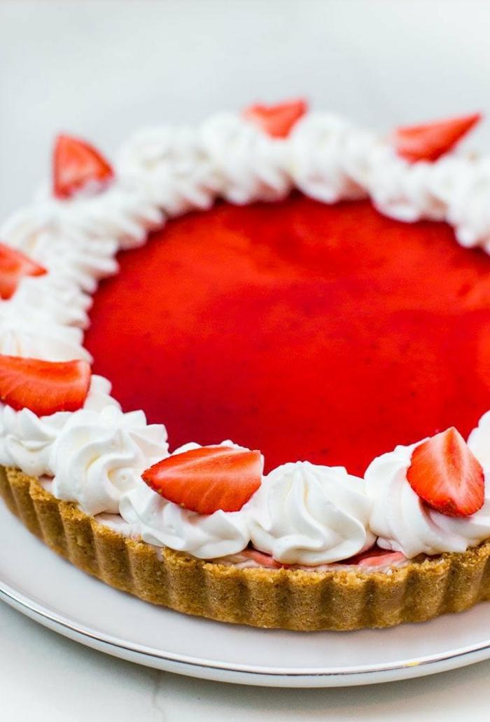 tartas caseras hechas sin horno, postres fáciles y rápidas sin horno, tarta de queso con fresas