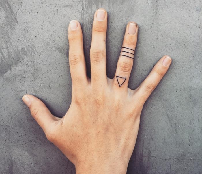 tatuajes minimalistas únicos, diseños de tatuajes en los dedos, pequeños tatuajes diseños geométrico