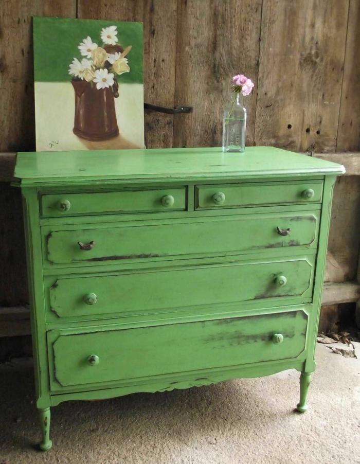 como restaurar muebles antiguos, pintura a la tiza color verde, bonita decoración salón en estilo rústico