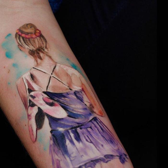 tatuaje colorido acuarela, diseño de tatuaje en el antebrazo, preciosos tatuajes en colores