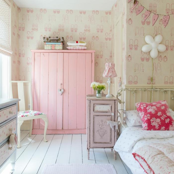 dormitorio infantil decorado en colores claros y pasteles, restaurar muebles antiguos en imagines