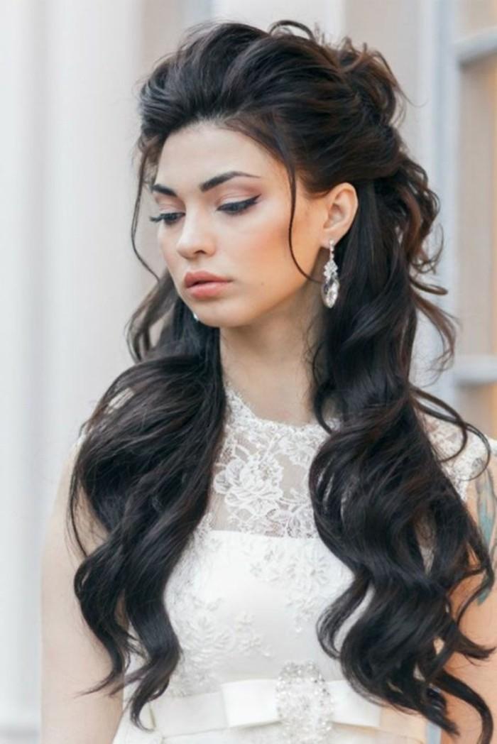 semirecogido elegante y bonito, ideas de peinados para pelo largo, cabello castaño oscuro ondulado
