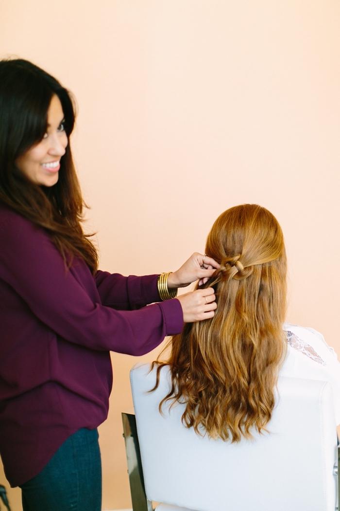 ideas de peinados faciles de hacer con tutoriales, semirecogido pelo largo ligeramente ondulado