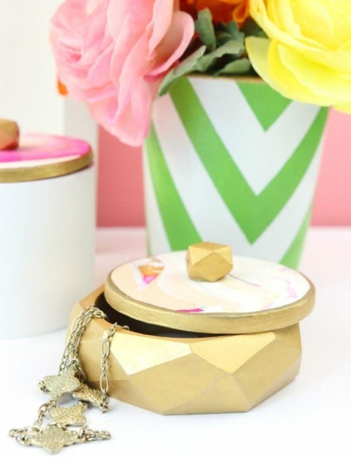 caja de madera original para regalar, ideas de regalos originales pareja, propuestas románticas para sorprender a tu pareja