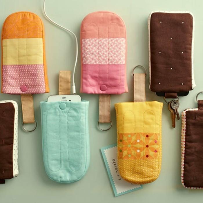 detalles para regalar únicos, cajas de telefono hechas de tela, ejemplos de regalos originales pareja