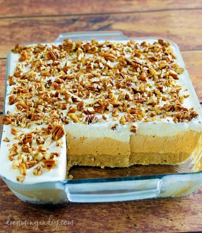 tartas caseras de tres cremas con nueces, postres rapidos para hacer a casa para toda la familia