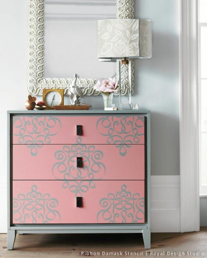 hermosas ideas sobre como restaurar muebles antiguos, cofre color gris y rosado con ornamentos