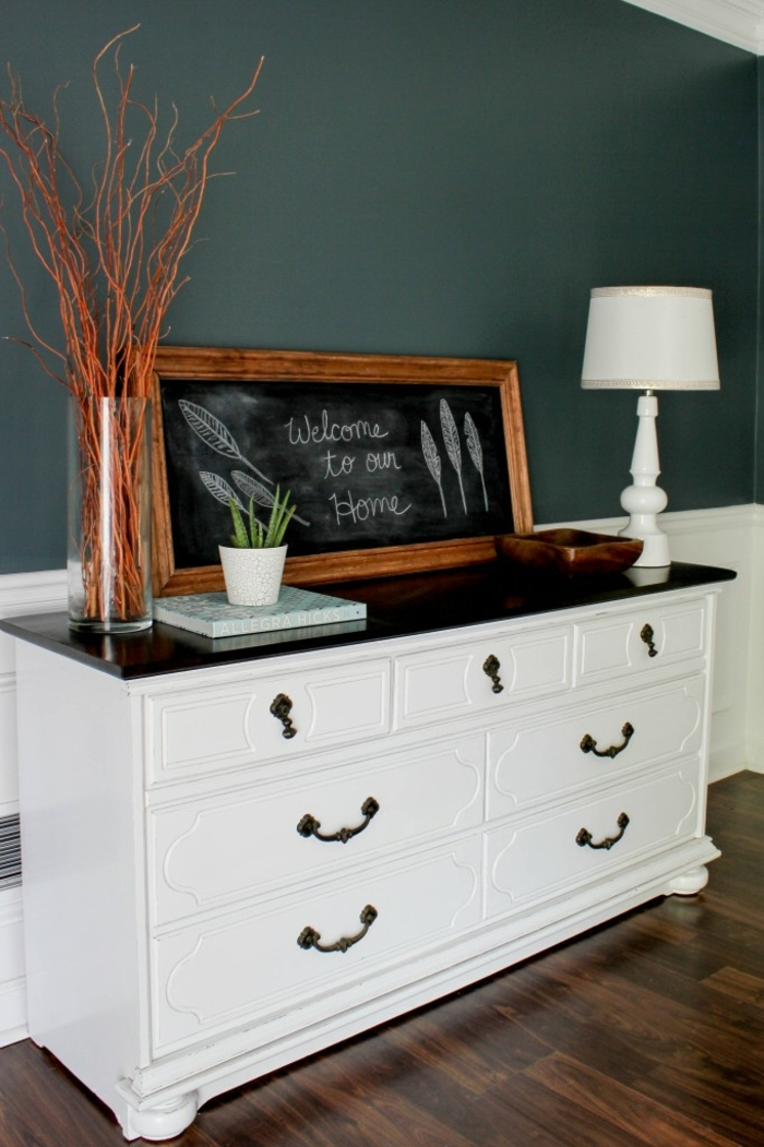 grande armario decorado en color blanco con encimera negra, ejemplos sobre como restaurar muebles antiguos