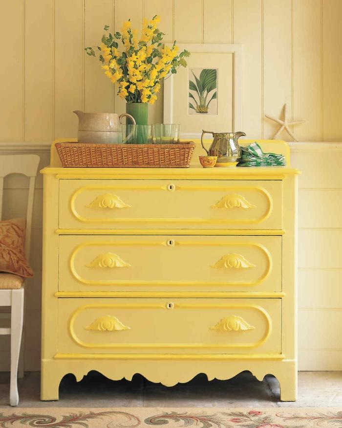 armario pintado en color limón, bonita decoración en estilo rústico, restaurar muebles antiguos
