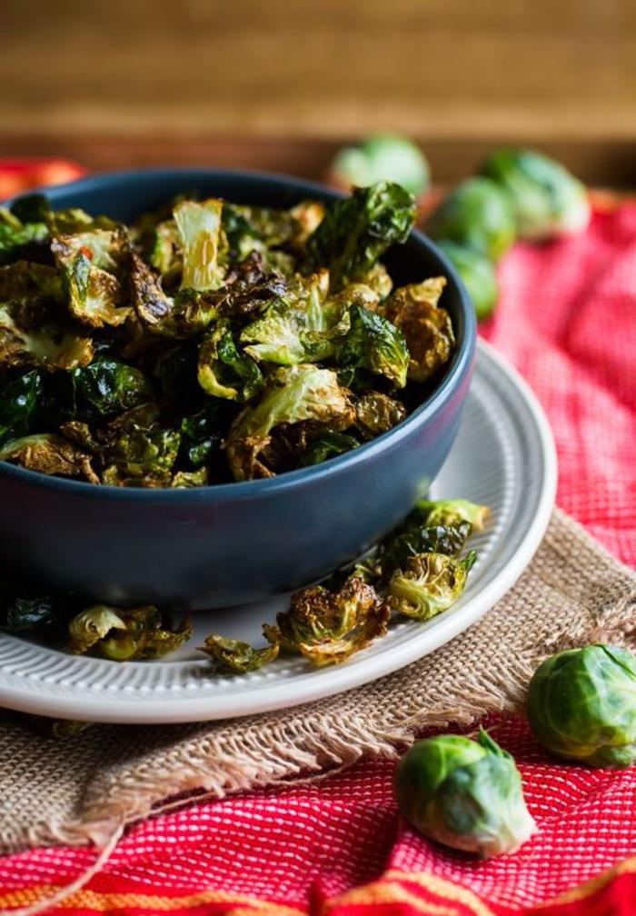 tapas vegetarianas únicas, plato al horno con col de bruselas, como hacer comidas saludables