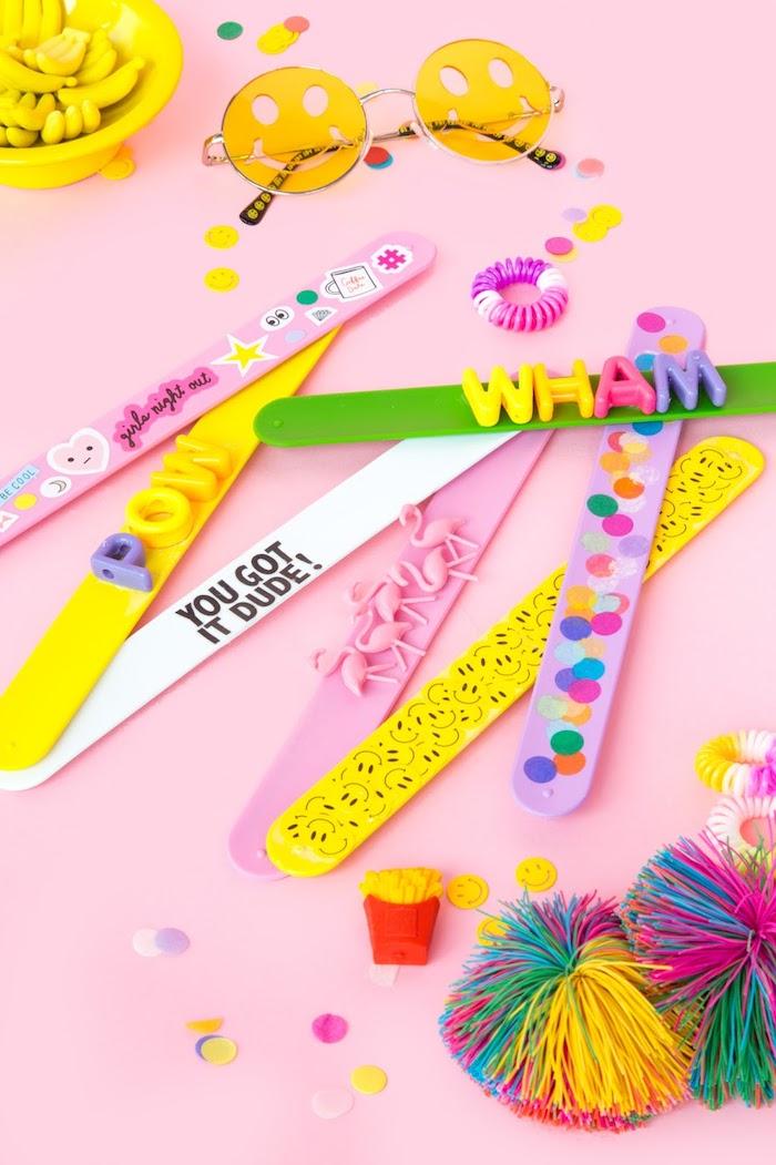 estupendas ideas de regalos hechos a mano, ideas regalos para tu mejor amiga, pulseras coloridas