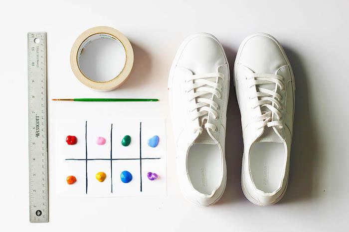 materiales necesarios para decorar zapatillas, ideas para cumpleaños super originales, zapatillas arco iris