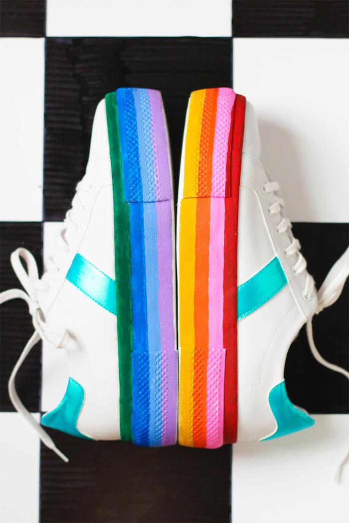 preciosas ideas para cumpleaños, zapatillas en los colores del arco iris, regalos originales y divertidos