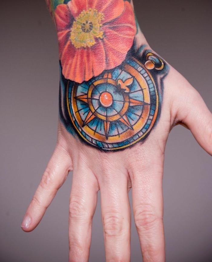 ideas de tatuaje palmera y mano, colorido diseño de tatuaje en la mano con grande flor