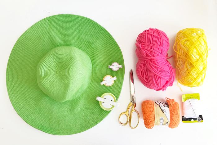 materiales necesarios para decorar un sombrero de paja, ideas para regalar a una amiga