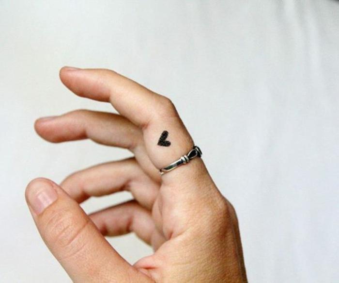 diseños de tatuajes minimalistas super elegantes y delicados, los mejores diseños de tattoos hombre y mujer